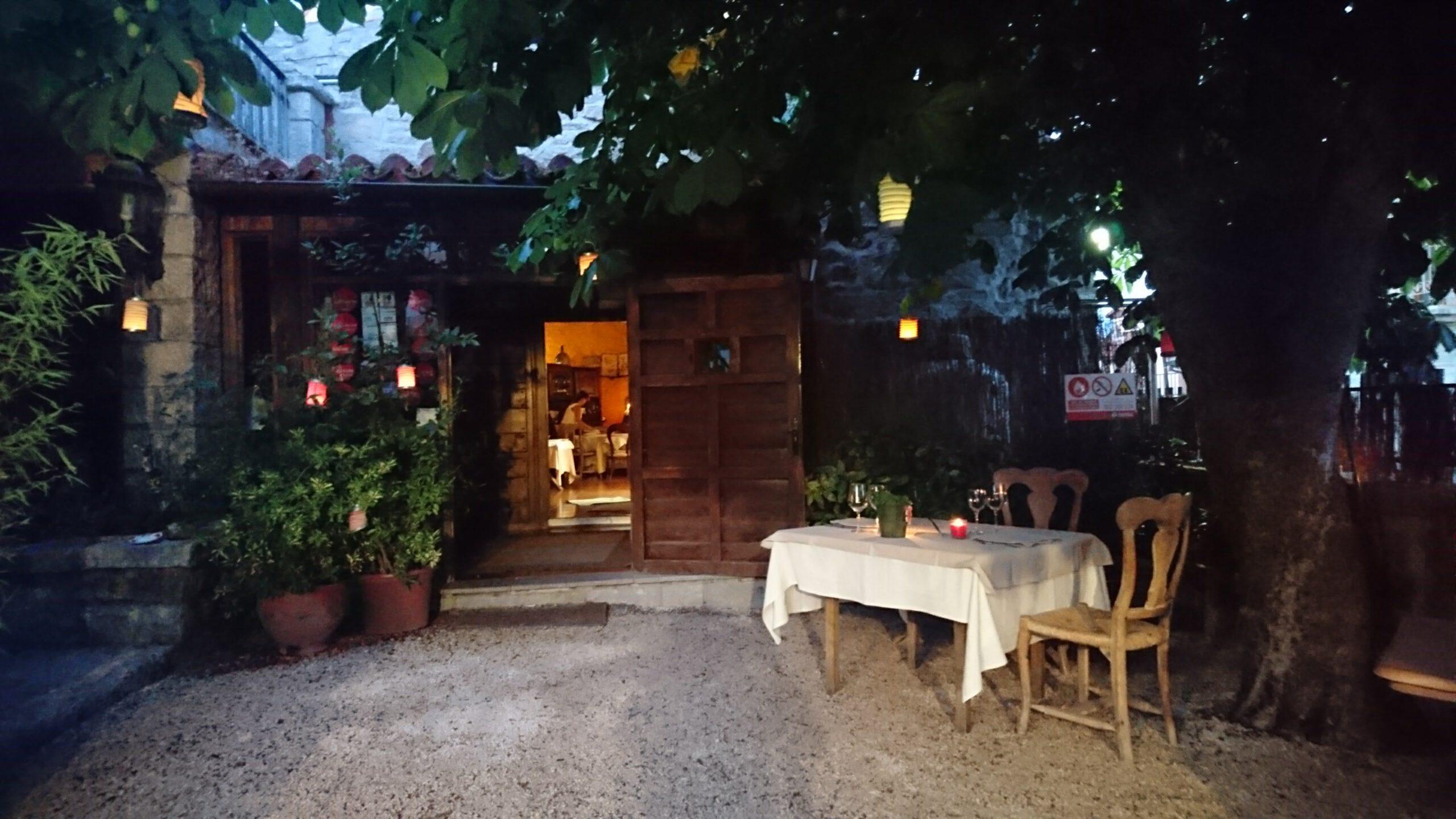 Terraza de entrada al Restaurante El Zaguán